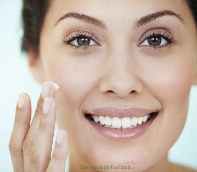 Sử dụng kem dưỡng đều đặn mỗi tối để tăng tối đa hiệu quả dưỡng da