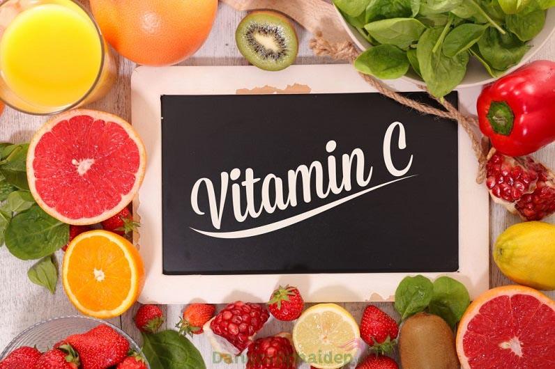 Sản phẩm có sự kết hợp giữa vitamin C và chiết xuất chanh mang lại nhiều tác dụng chăm sóc da