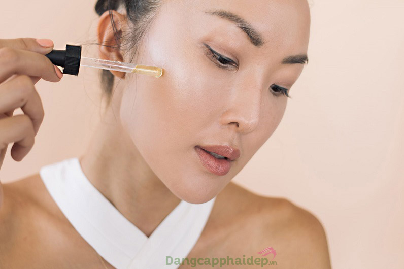 Tối ưu hiệu quả dưỡng da khi sử dụng serum đều đặn 2 lần/ngày vào sáng và tối.