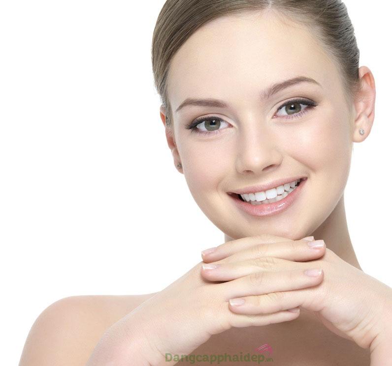 Tự tin với làn da sạch thoáng tinh khiết, mềm mại tươi mới hơn sau bước dùng Etre Belle Hyaluronic Cleansing Mousse