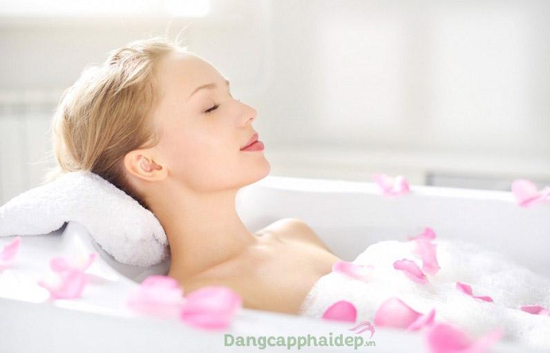 Sử dụng trực tiếp gel tắm thơm hoặc pha loãng để ngâm mình thư giãn