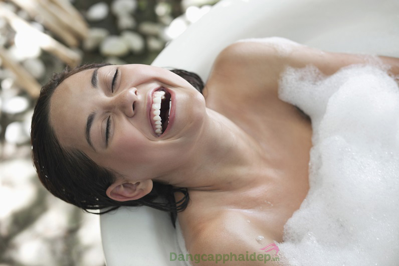 """Etre Belle Ongkara Lotus Shower Gel - """"Vũ khí bí mật"""" giúp phái đẹp thơm mát suốt cả ngày"""