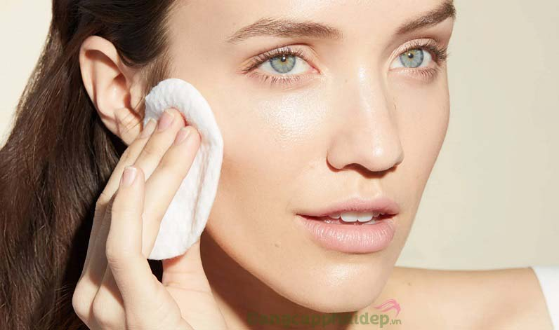 Sử dụng nước cân bằng da đều đặn 2 lần/ngày vào buổi sáng và tối