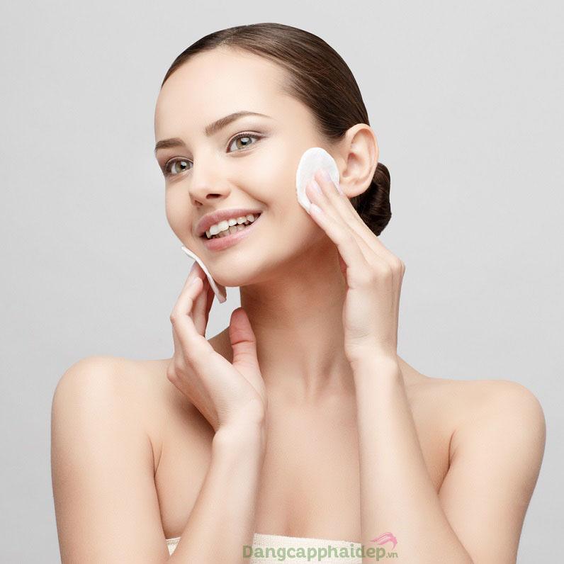 Sản phẩm không chỉ làm sạch mà còn dưỡng ẩm, tái tạo da tươi mới rạng rỡ
