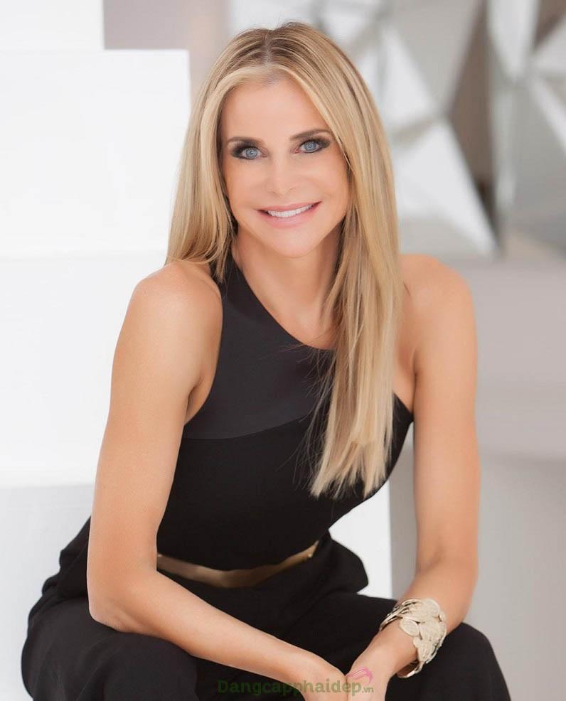 Janna M. Ronert là người sáng lập thương hiệu mỹ phẩm Image Skincare
