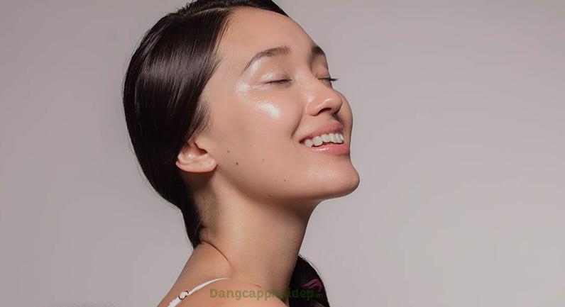 Hydro-Marin Phase M cung cấp khoáng chất nuôi dưỡng làn da khỏe mạnh căng bóng.