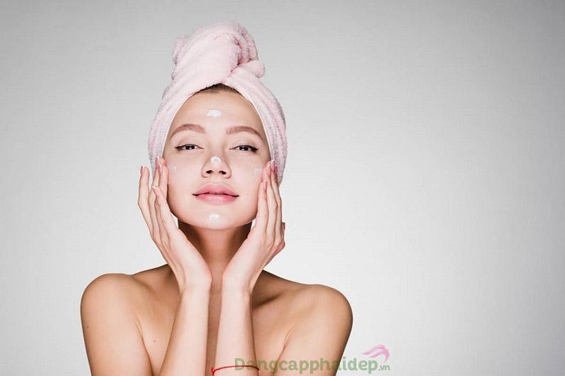 Sử dụng kem dưỡng cả sáng và tối để tối ưu hiệu quả chăm sóc da