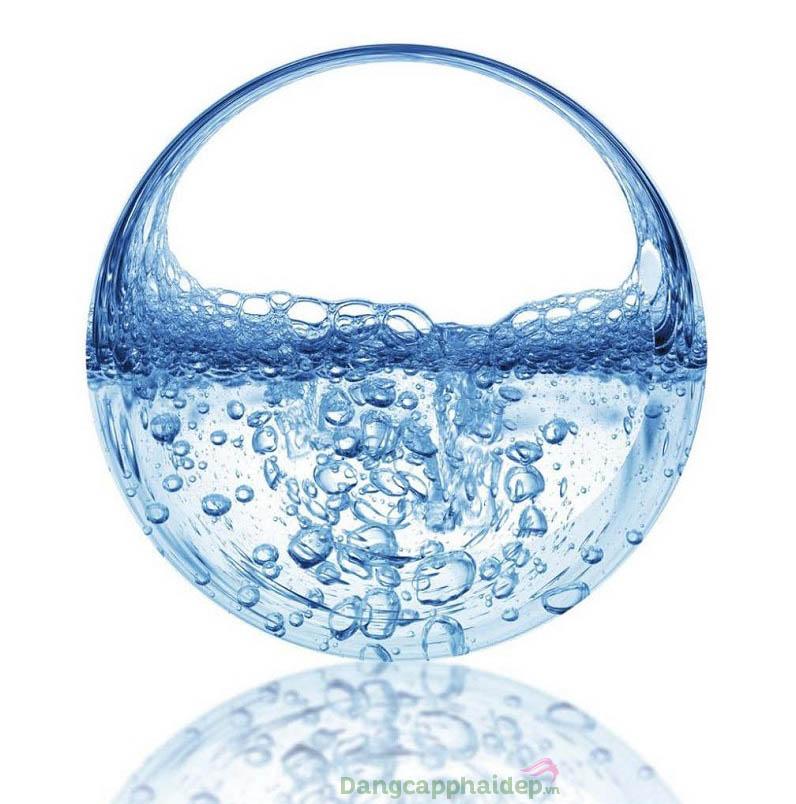 Hyaluronic acid giữ nước, dưỡng ẩm cực kì tốt cho làn da