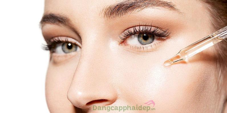 Sử dụng huyết thanh 2 lần/ngày vào sáng và tối khi đã làm sạch da mặt