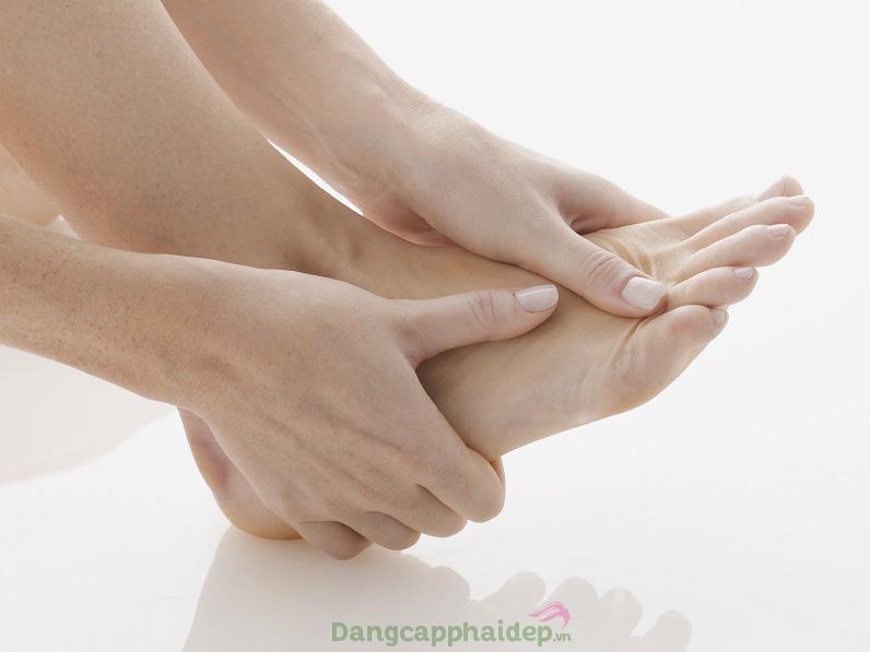 Muốn giảm cảm giác đau nhức, tê mỏi tức thì ở chân, hãy sử dụng ngay Thalgo Gel For Feather Light Legs