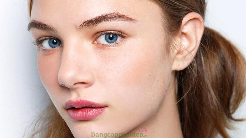 """Đầu tư những sản phẩm """"must-have"""" để da đẹp không tì vết kể cả khi không makeup."""