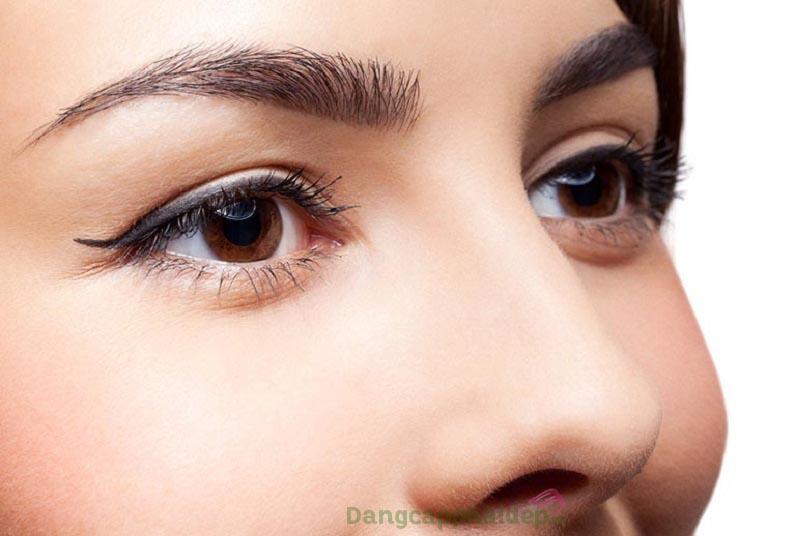 Tướng lông mày đen dày, hài hòa với gương mặt sẽ nâng tầm vẻ đẹp khuôn mặt và cải thiện phúc tướng