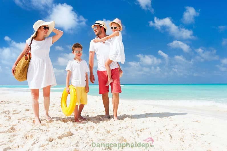 Nam giới, phụ nữ và trẻ em từ 8 tháng tuổi trở lên đều cần bôi kem chống nắng để bảo vệ da