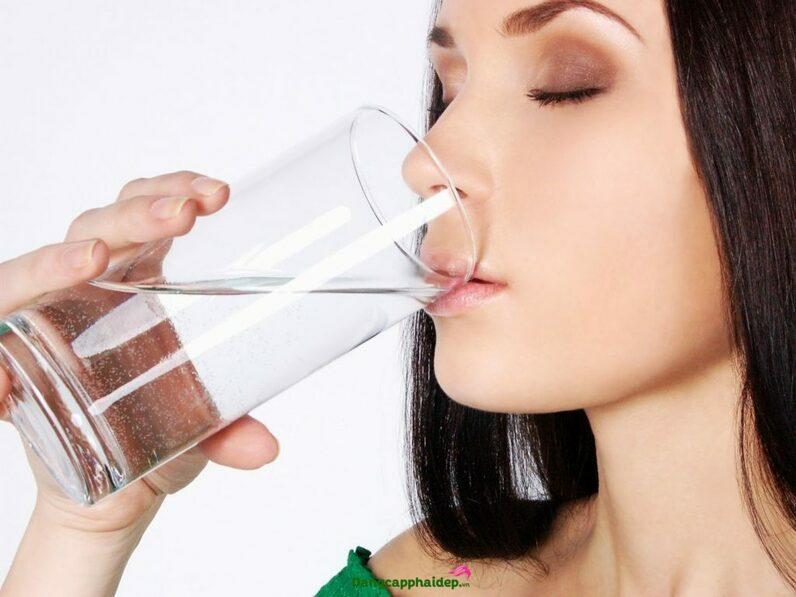 uống nước muối buổi sáng giảm cân