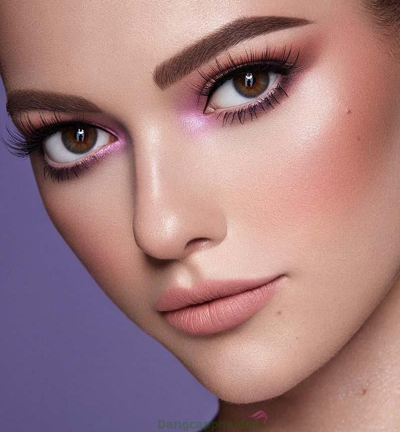 Tướng lông mày dày, đen, cân đối sẽ nâng tầm vẻ đẹp tổng thể cho cả khuôn mặt