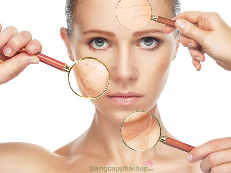 Làn da có thể lão hóa sớm bởi tác động gây hại từ tia UV, ánh sáng xanh...