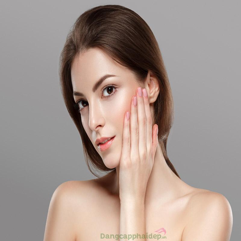 Làn da căng sáng, mịn màng hơn sau 2 tuần sử dụng viên uống