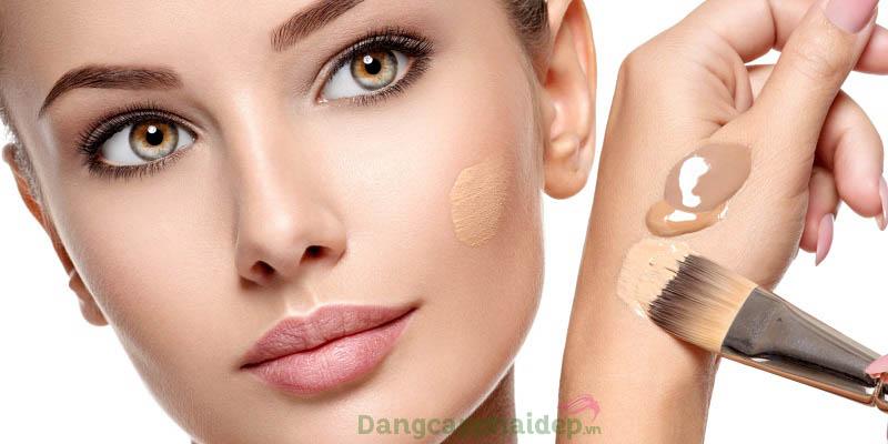 Kem lót được sử dụng ở bước đầu tiên khi make up