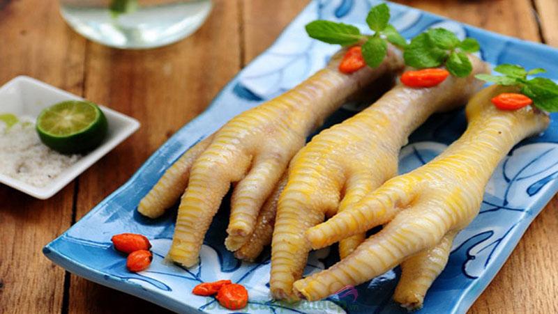 Ăn chân gà luộc có béo không?
