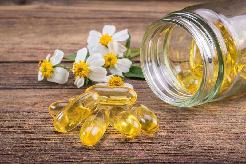 Vitamin E thường ở dạng chất lỏng màu vàng nhạt, có thể tan trong cồn và dầu nhưng lại không tan trong nước.