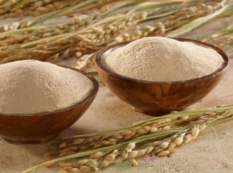 Cám gạo là nguyên liệu thiên nhiên rất được ưa chuộng để làm sáng da.