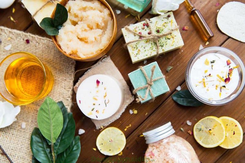 Các loại bơ và tinh dầu thiên nhiên không chỉ làm sáng mà còn giúp da mềm mại khỏe mạnh.