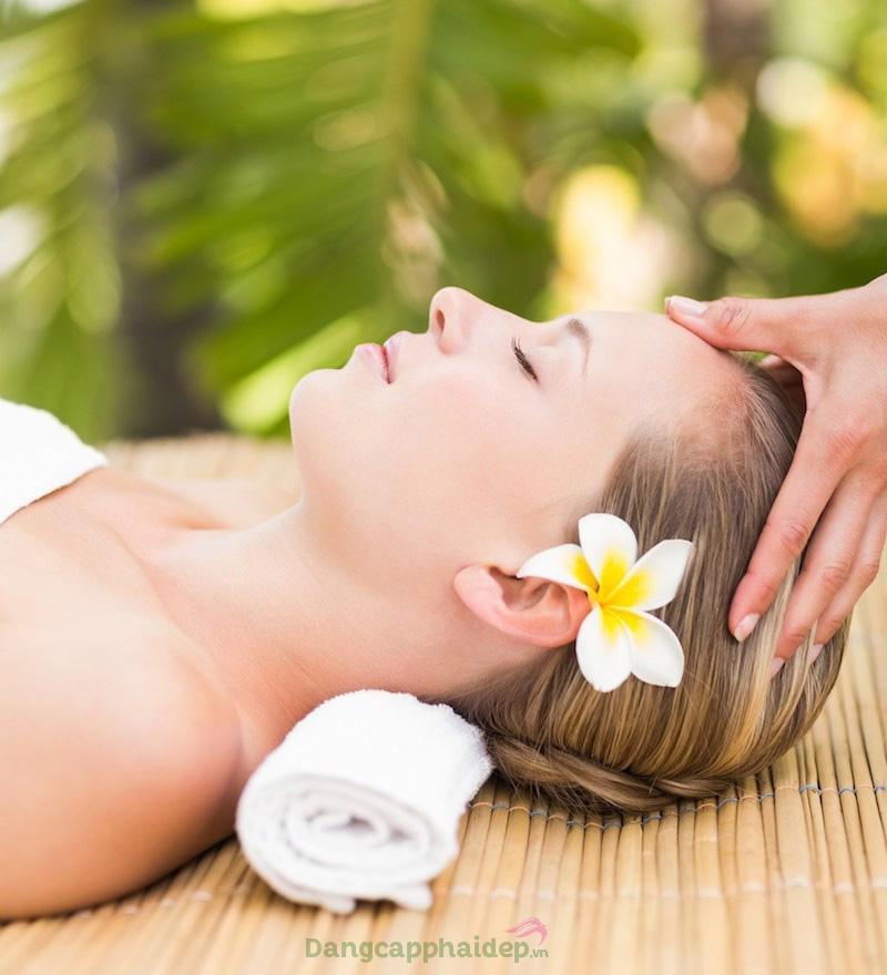Massage là bước rất quan trọng trong chăm sóc da tại spa.