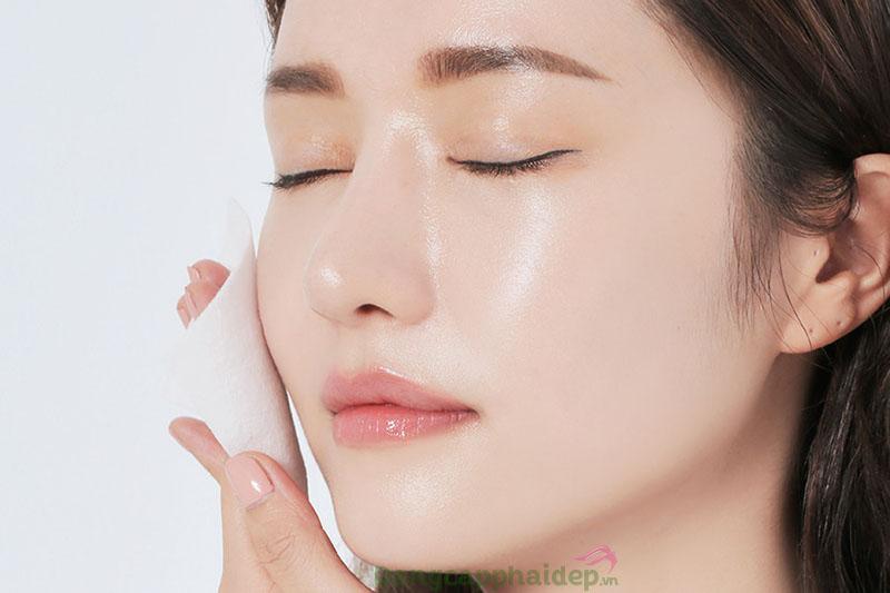 Giấy thấm dầu có tác dụng chính là hỗ trợ thấm hút dầu thừa trên da.
