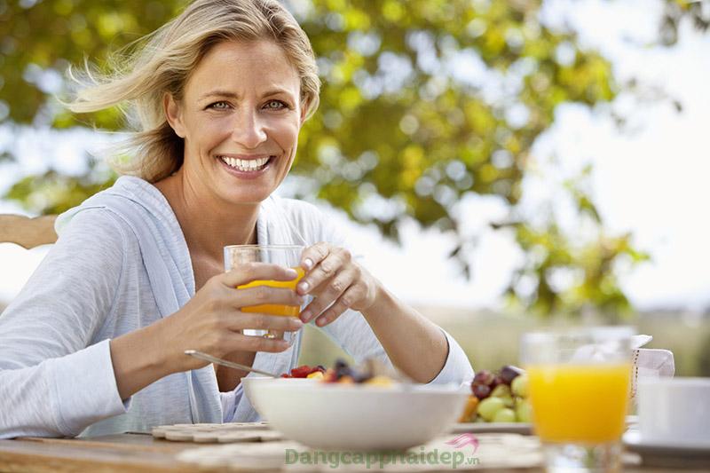 Sử dụng dầu cám gạo giúp kiềm chế cơn giận hiệu quả trong độ tuổi tiền mãn kinh