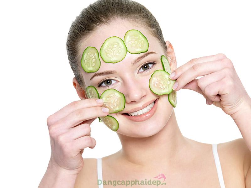Đắp mặt nạ dưa chuột giúp dưỡng ẩm, làm sáng da