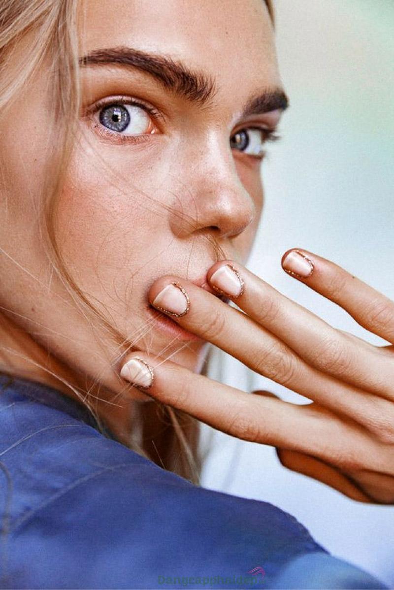 Da nhạy cảm do ảnh hưởng từ yếu tố thời tiết hay chăm sóc da không đúng cách