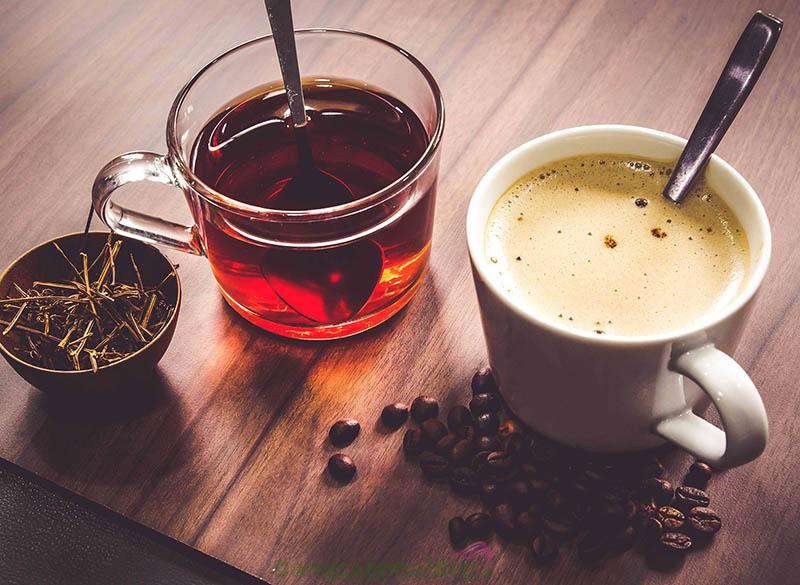 Trà và cafe là những thức uống có thể khiến môi bị thâm, xỉn màu.