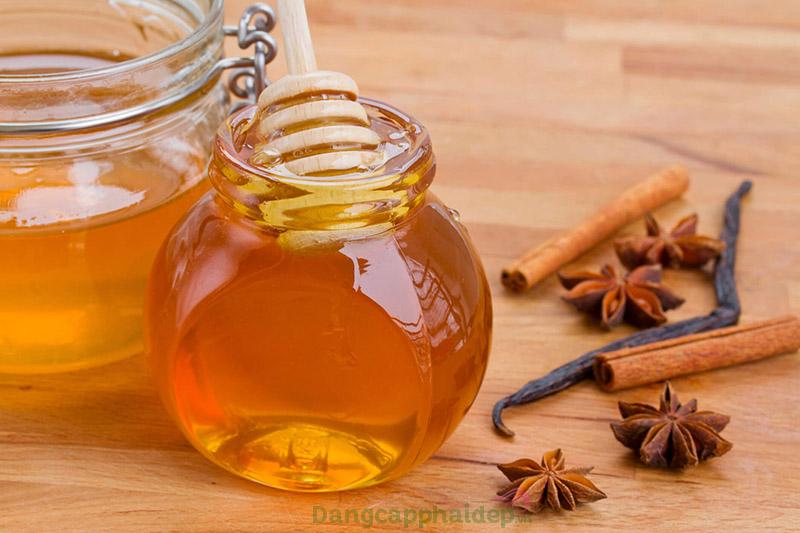 Kích thích tóc mọc dày hơn với hỗn hợp dầu oliu, mật ong và quế.