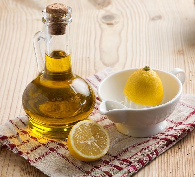 Hỗn hợp dầu oliu, chanh và lòng đỏ trứng giúp cải thiện tình trạng rụng tóc rất hiệu quả.