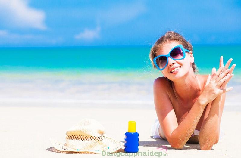 Dùng kem chống nắng hàng ngày có tốt không? Có vì kem chống nắng bảo vệ da ngừa cháy nắng hiệu quả