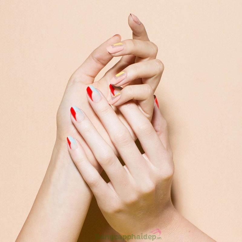 Đôi bàn tay không còn cảm giác khô ráp, nhăn nheo khi duy trì sử dụng kem dưỡng tay hằng ngày.