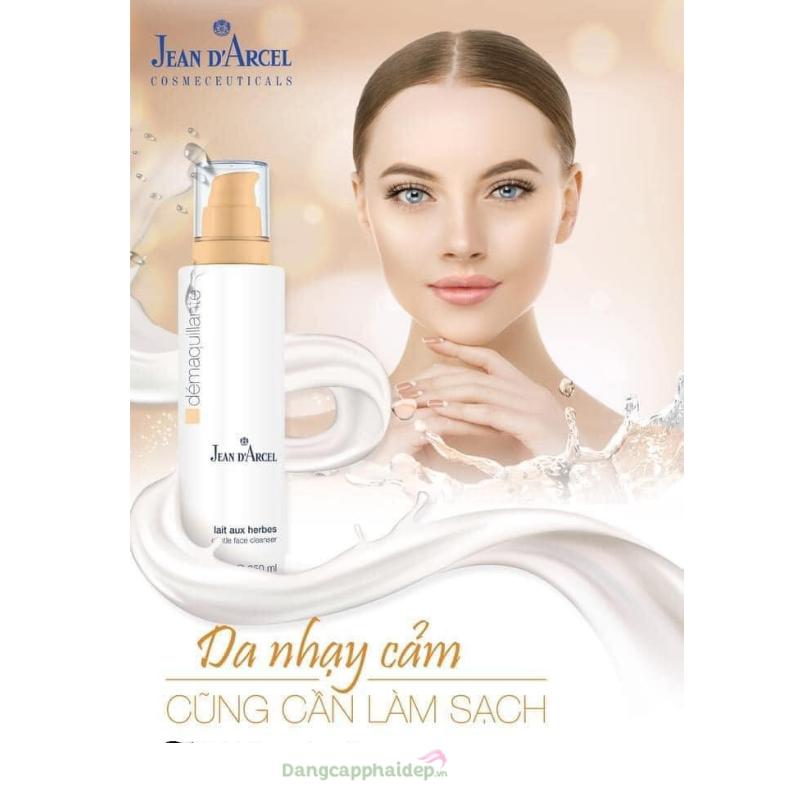 Bước làm sạch rất quan trọng da khô, da nhạy cảm cũng cần làm sạch 2 lần/ ngày.